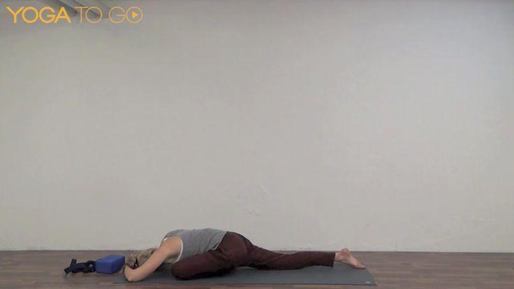 Yoga til løbere  En restituerende video til løbere og atleter, med fokus på at få strukket iliotibial båndet, hase musklerne og hoftebøjerne. Krydret med styrkende øvelser som balancerer fleksibilitet, mobilitet og styrke. Lavt tempo, og længere stræk.