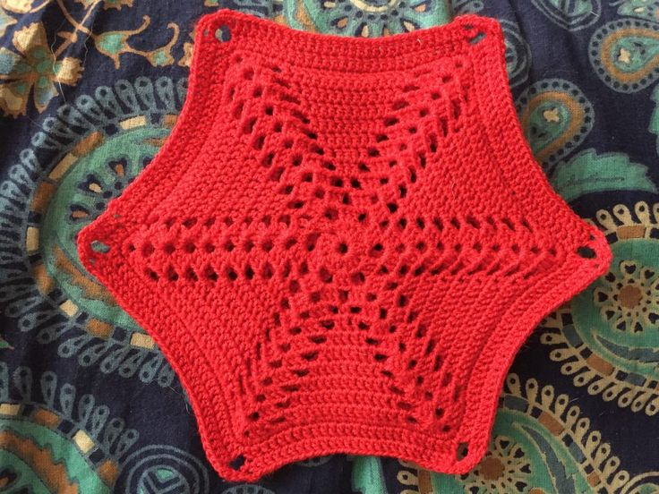 Free Pattern for a 1950s Spoke Motif. Can be a pan holder, afghan, scarf, and more. Includes pattern and directions on how to make a pan holder.