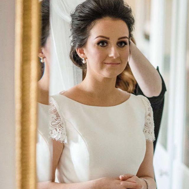 Louise ✨featured in this months @socialandpersonal @sandpweddings weddings Photo: @ig_studiophotography MUA: @katemccormackmakeup @theshelbournedublin #siansharkeyhairstylist #weddinghair #weddinghairstylistdublin #bridalhair #bridalmakeup