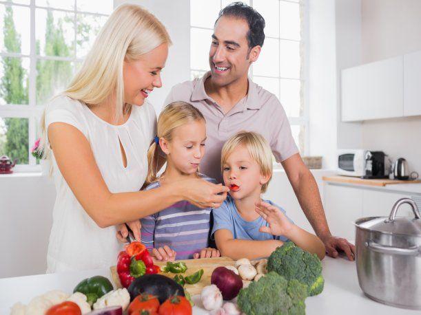 El año escolar 2016 está por comenzar, por lo que los nutricionistas del Instituto Nacional de Salud del Niño de Breña opinan sobre la lonchera ideal. Ellos recomiendan que se incluya alimentos reguladores, formadores, energéticos y líquidos.