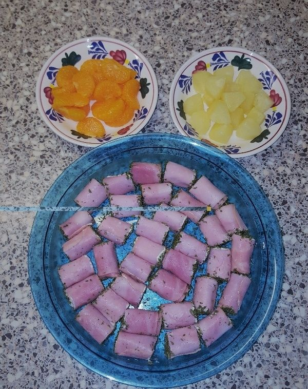 Dit recept heb ik gekregen van mijn collega Mary. Zij had ze gemaakt als hapje op een Tupperware party bij mij thuis en iedereen, inclusief ikzelf, vond ze heerlijk. Ik heb toestemming van haar
