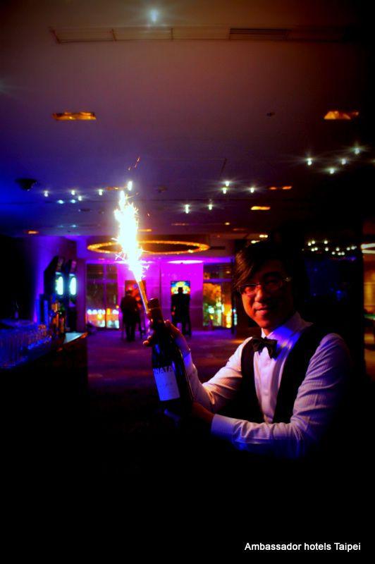 台北國賓大飯店 Back to 80,s Xmas Disco Party #台北國賓大飯店 #80's #party #聖誕節 #酒吧 #派對 #復古