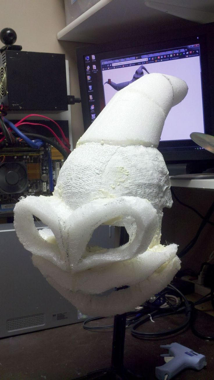 """Hi All,   OK, now to finish up the structure of the mask.  To make sure that the """"peak"""" of Oogie Boogie's head retained the distinctcone-l..."""