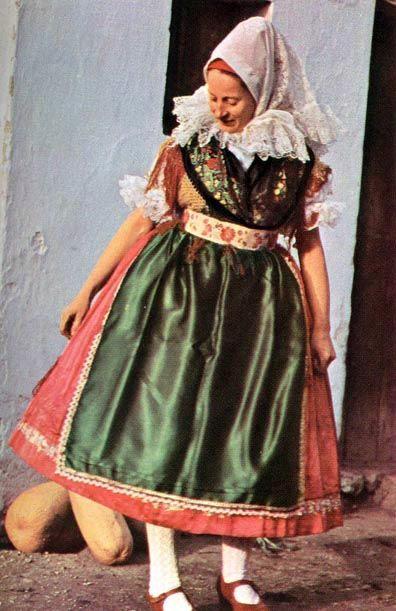 Kapuvári viselet győr sopron m fiatalasszony ünneplő öltözetben 20 sz második fele.