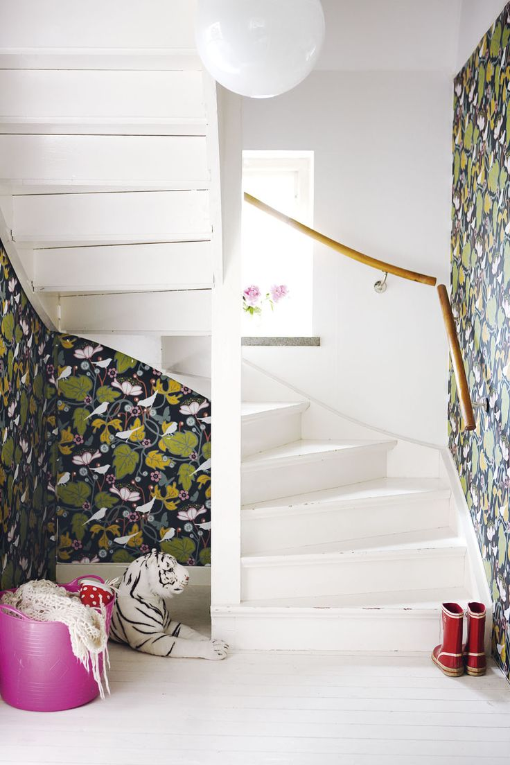 printed wallpaper // twisty stairs