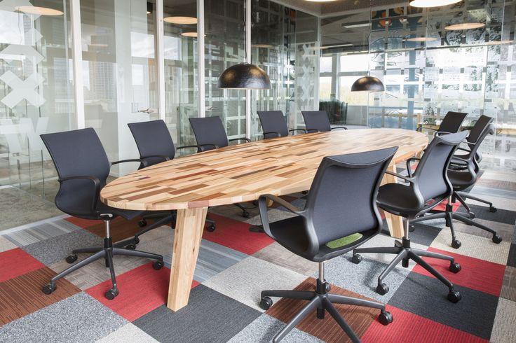Ovaler Tisch , Individuelle Lösungen für den modernen öko Möbel , exklusiven Konferenzbereich by Herso aus Loosbroek Urban Miners