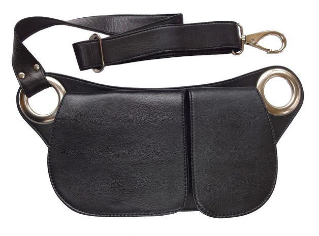 Deze stijlvolle lederen unisex heuptas kan zowel op de heup als schuin over de borst gedragen worden. De tas is ontworpen om je dagelijkse benodigdheden bij je te dragen zonder in je beweging...