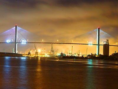 Google Image Result for http://savannah.locale.com/media/galleries/savannah+ga/area+info/savannah+airport+transportation/talmadge_bridge_savannah_ga_bridge_dscf8655.jpg