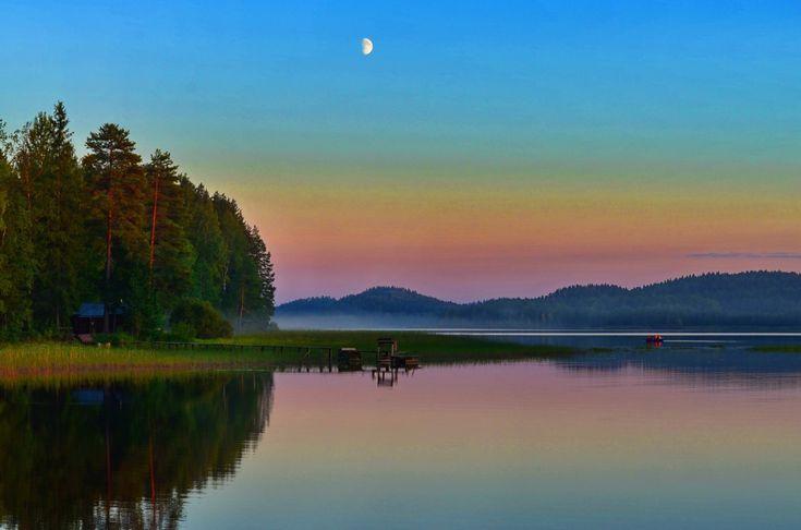О. Янисъярви вЗападной Карелии просто располагает ктакому неторопливому испокойнему занятию как рыбалка. Чистый сосновый воздух, потрясающие посвоей красоте ицветности закатв итишина.