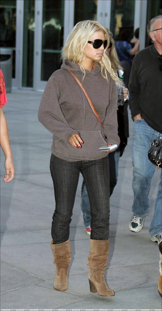 Jessica Simpson - winter/fall comfy style