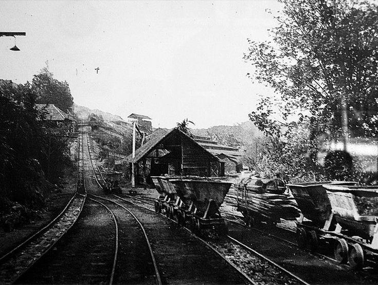 Industri perlombongan di Sungai Lembing ketika itu meraih manfaat daripada 12 lombong bijih timah bawah tanah yang boleh memuatkan sekitar 3,000 pelombong pada satu-satu masa.