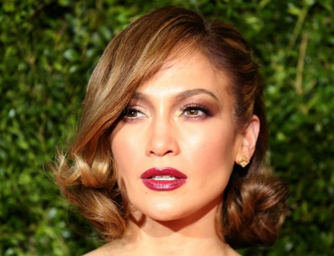 Proving short hair is just as as versatile, J-Lo pairs a sweeping side fringe with classic Hollywood waves. Jennifer Lopez at the Tony Awards. Image via Getty.  (Photo by Walter McBride/WireImage)
