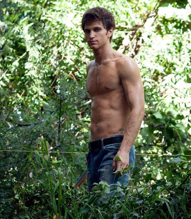 Keegan Allen goes shirtless on Pretty Little Liars