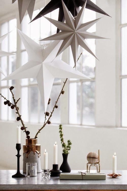 Shopinstijl.nl - Zwarte kandelaars en papieren kerststerren - bekijk en koop de producten van dit beeld op shopinstijl.nl