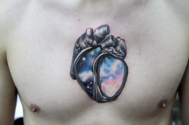 No te pierdas estos 15 tatuajes cósmicos sobre el espacio