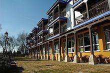 Manzanares (Ciudad Real) - Parador de Turismo, edificado con el estilo machego, predominando los colores blanco y azul.