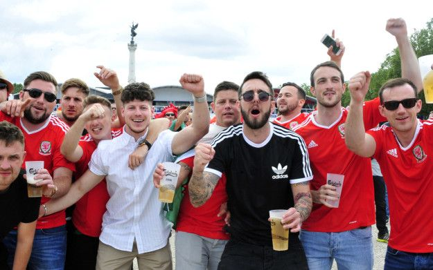 """Welsh people are so nice. What a contrast to the English. """"The Welsh are many, noisy, sometimes a little rowdy but mostly peaceful,"""" journalist Vincent Garcia wrote in French newspaper L'Equipe on Sunday.   France Is Falling A Little Bit In Love With Welsh Football Fans - BuzzFeed News"""