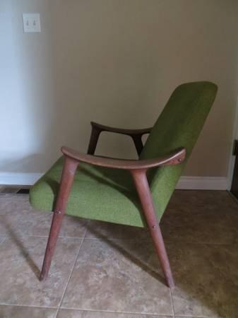 Portland: Mid Century Lounge Chair $200   Http://furnishlyst.com/