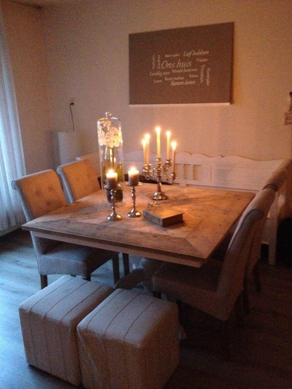 Sfeervolle tafel maison mozaiek vierkant en white-wash onderstel.