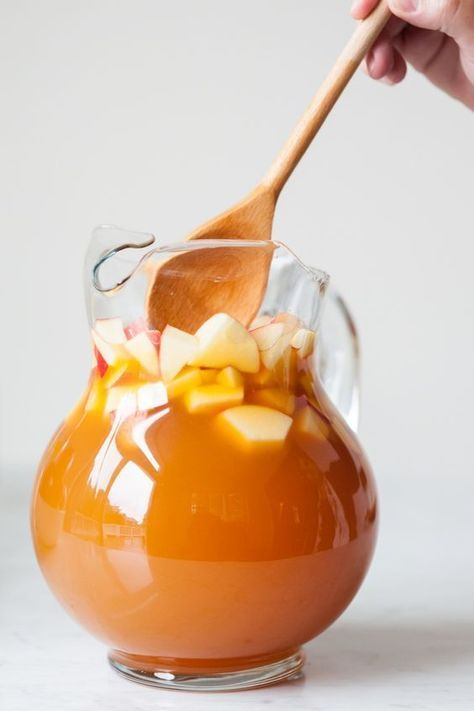 Unique, fall wedding cocktail idea - caramel apple sangria {Courtesy of The Sweetest Occasion}