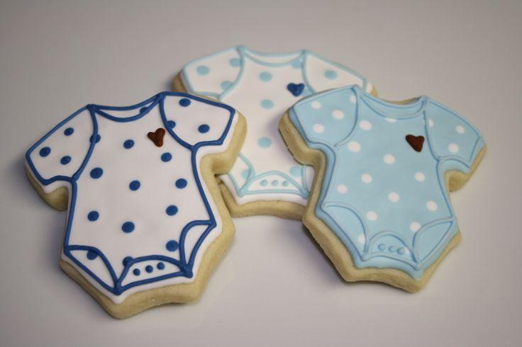 Idéia lembrancinha de maternidade! Biscoito decorado. Cute cookie from http://whipitgoodcookies.blogspot.com.br/2011/02/i-heart-onsies.html