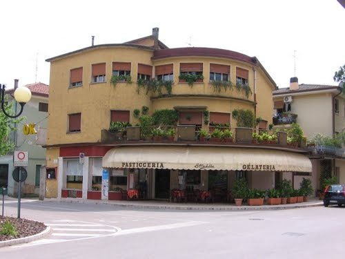 Oh I miss it!! Enjoyed many cappuccinos here! <3   Pasticceria and Gelateria in Aviano Italy