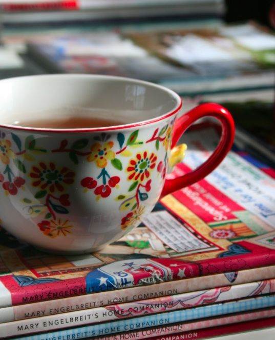 Love the Scandinavian-esque quality of the cheerful hues and pattern on this teacup. #teacup #tea #kitchen