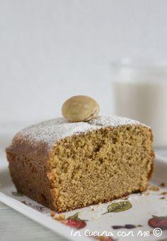 Una soffice torta al sapore di castagne, leggermente umida ideale da gustare con un pò di panna.