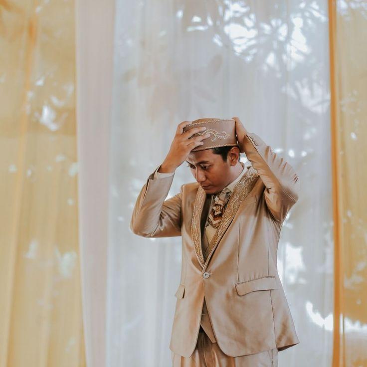 "36 Likes, 1 Comments - Laksmi Wedding Muslimah (@laksmimuslimah) on Instagram: ""Setelan jas dari @kebayalaksmi . photo by @jellymotion_id  #muslimahweddingsurabaya #bridalmuslim…"""