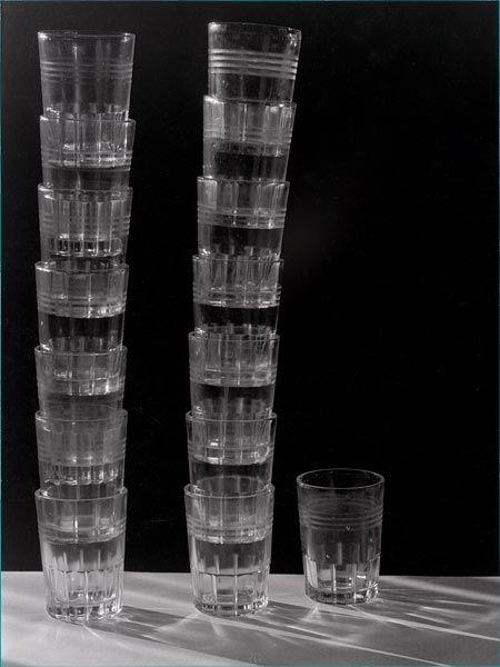 Emmanuel Sougez, Quinze verres, 1933  (via yama-bato)