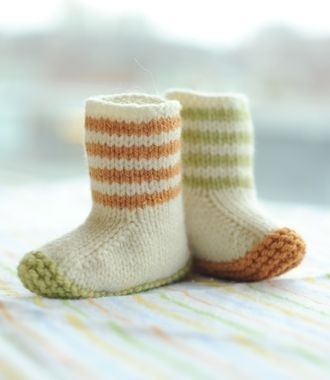lovebug knit booties - Click image to find more DIY & Crafts Pinterest pins