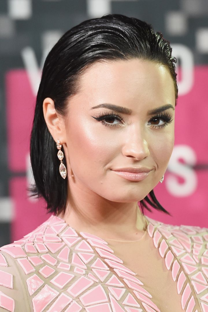 We love Demi Lovato's workout, healthy eating, and body-positive lifestyle. The pop star loves exercise, including SoulCycle, boxing, and barre. She's also got great workout clothes and sneakers — so she's totally our current fit crush!