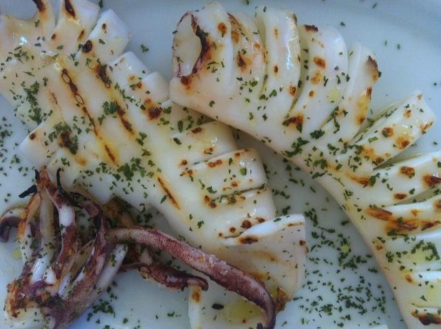 Calamar a la plancha. Ver la receta http://www.mis-recetas.org/recetas/show/36425-calamar-a-la-plancha