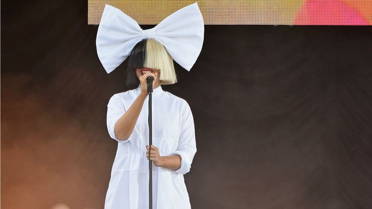 Sia Without a Wig Still Blows Our Minds -- See the Pic!: #sia