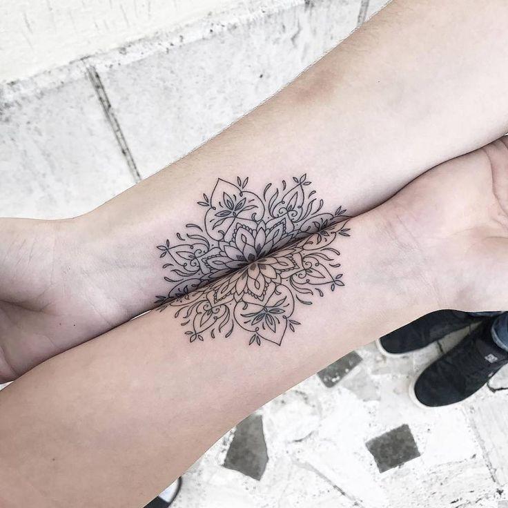 Los tatuajes coincidentes son aquellos tatuajes que se corresponden en el diseño, y suelen ser populares entre parejas, familiares e íntimos amigos. Generalmente los podemos encontrar de dos tipos: los tatuajes coincidentes idénticos, tatuados en dos o...