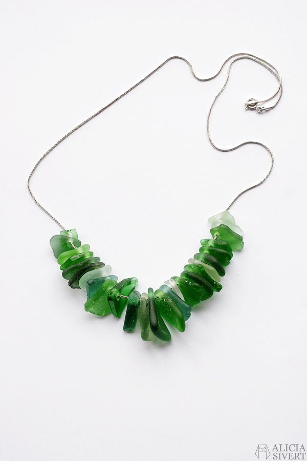 Halsband av havsglas av Alicia Sivert