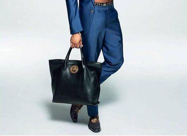 Bolsas masculinas conquistam espaço e chegam às grifes internacionais em vários modelos diferentes | Chic - Gloria Kalil: Moda, Beleza, Cultura e Comportamento