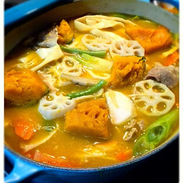 今日は七草粥の日ですが、代わりにほうとうでお腹に優しく温まりました! カボチャ、豚肉、里芋、人参、れんこん、ごぼう、いんげん、ネギ、油揚げ、えのき・・・具沢山に入れました! 本当のほうとうって何を入れるのかしら(笑) - 56件のもぐもぐ - 今日の夕飯 ほうとううどん by syoko622