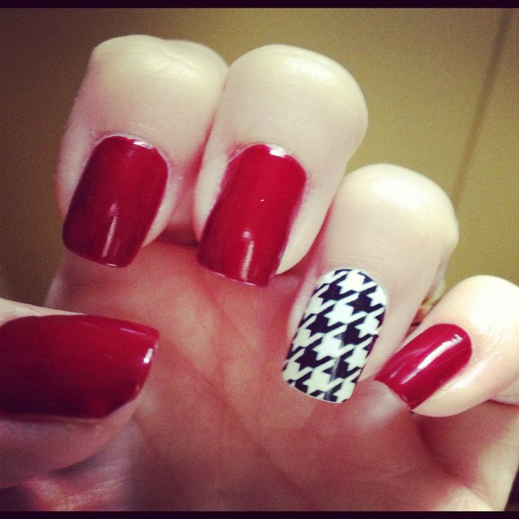 Alabama Crimson Tide nail art. Roll Tide! #houndstooth #bama #itsgametime https://www.facebook.com/thegamefanzone