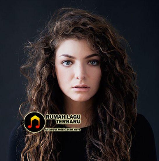 Setelah sudah sekian lama tidak mengeluarkan lagu baru, Lorde akhirnya kembali lewat lagu terbarunya 'Green Light'. Lagu barunya resmi akan dirilis pada hari ini. Lorde, Green Light, Lorde Green Light, Berita Terbaru Lorde, Berita Musik Terbaru, Berita Lorde, Berita Musik, Download Lagu Lorde