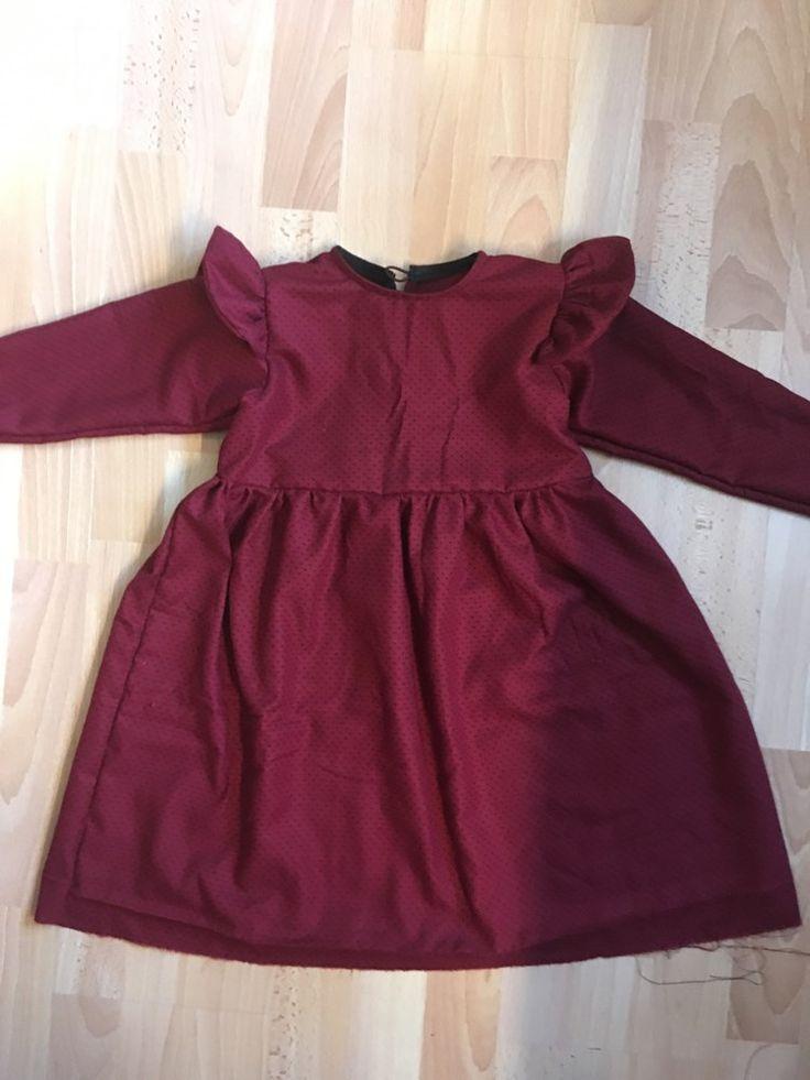 Jeg har i noget tid gerne ville sy en kjole med noget flæsesjov til Maise og har lovet hende, at årets julekjole skulle være hjemmekreeret. I forgårs lavede je