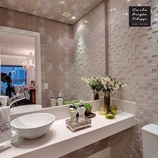 Instagram photo by urban_acabamento - Boa noite! Inspiração! Lavabo maravilhoso com mosaico de mármore e papel de parede projeto da @carlafelippi_arquiteta #urbanacabamento #arq #arquitetura #lavabo#design #bancada#espelho#papeldeparede#desejo #instarq #instadecor