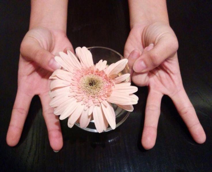 Hands in Frame while I'm waiting food in Eric Kayser, Plasa Senayan