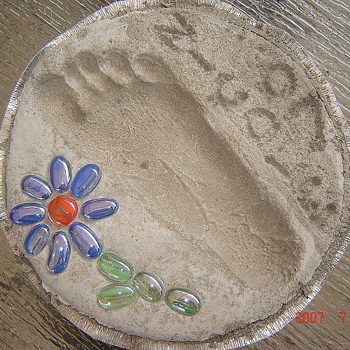 Stepping Stone Pictures: Super's Footprint Garden Stepping Stone