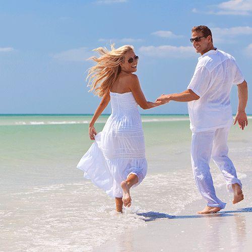 """Orlando, na Flórida, destino muito procurado por brasileiros para diversão e compras, agora também é opção para o """"sim"""" de muitos casais apaixonados. Nenhum lugar é melhor do que na terra mágica dos famosos parques de diversão, cada vez mais especializado em tornar sonhos em realidade, como o do casamento."""