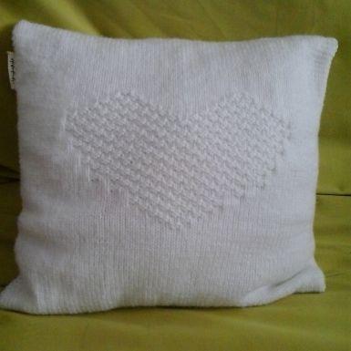 Ja spravím biely pletený vankúš so srdie... za 22€ | Jaspravim.sk