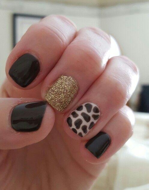 giraffe nail design
