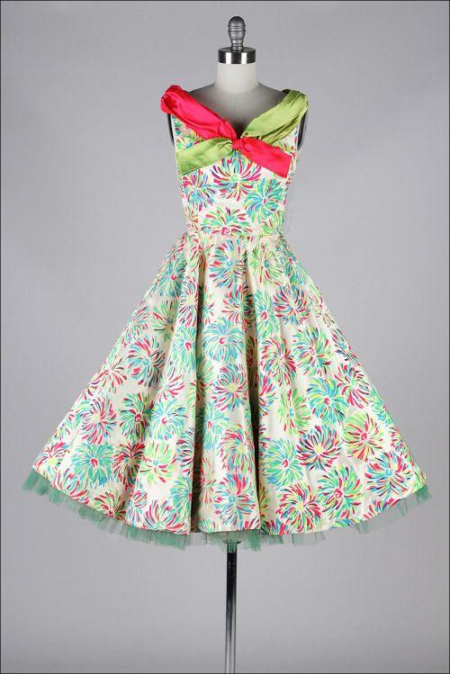 Dress1950sMill Street Vintage (droom jurken en andere leuke dingen vind je vaak voor heel weinig geld in een tweedehands of kringloopwinkel)