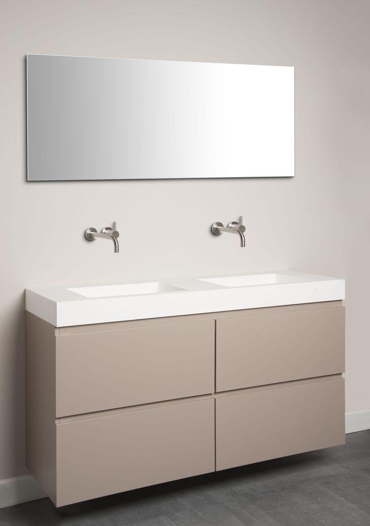 Dubbele wastafel uitgevoerd in Corian in combinatie met een spuitwerk meubel by Tiz Design.