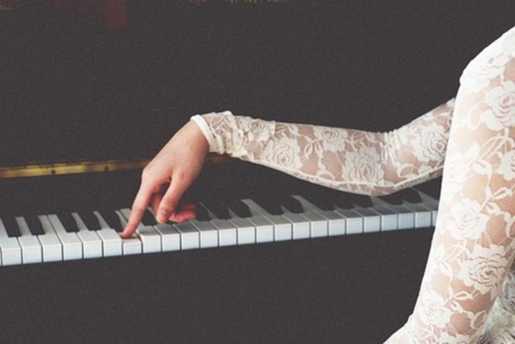 用最難的指法學習一個經過句,掌握了它之後,再用最簡單的指法去演奏。~布梭尼練習鋼琴所遵循的的十二法則 - 1/12 ♩. ♪    http://www.facebook.com/PianistFanChiang/posts/10150533235332611